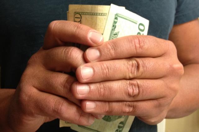 Как отказать другу просящему деньги в долг