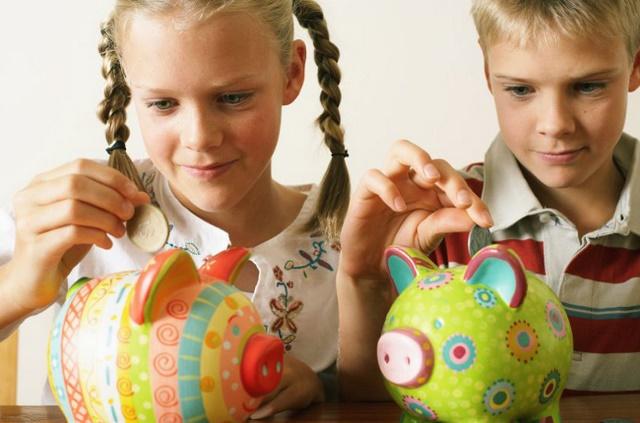 Как научить детей правильно обращаться с деньгами